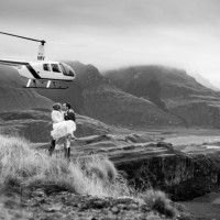 wedding-B&W-couple-helicopter